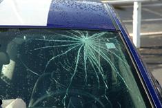 ist2_3420258-broken-windshi